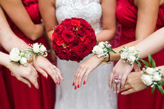 bridal-wedding-flowers-brides-bouquet-closeup-46546109
